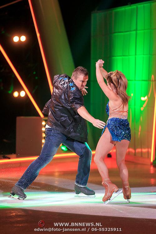 NLD/Hilversum/20130126 - 5e Liveshow Sterren Dansen op het IJs 2013, Tony Wyczynski en schaatspartner Alexandra Murphy