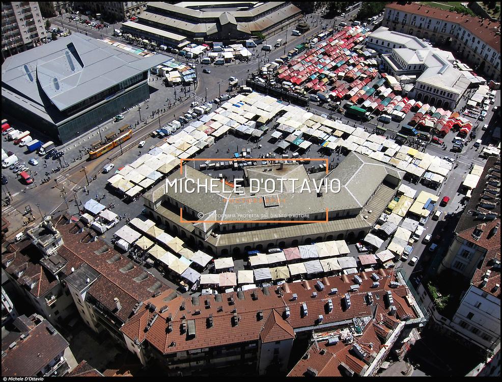l'area di Porta Palazzo è al confine tra i quartieri  Aurora e Centro e  ha come suo fulcro la piazza della Repubblica. Attualmente ospita il mercato all'aperto più grande d'Europa e, ogni sabato, il Balon, il mercato delle pulci torinese.