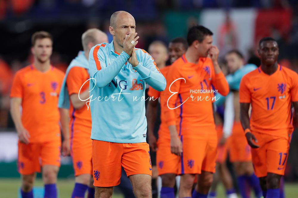 04-06-2017 VOETBAL:NEDERLAND-IVOORKUST:ROTTERDAM<br /> Oranje oefende tegen Ivoorkust vanavond in De Kuip<br /> <br /> Arjen Robben van Oranje (Bayern Munchen) bedankt de supporters<br /> <br /> Foto: Geert van Erven