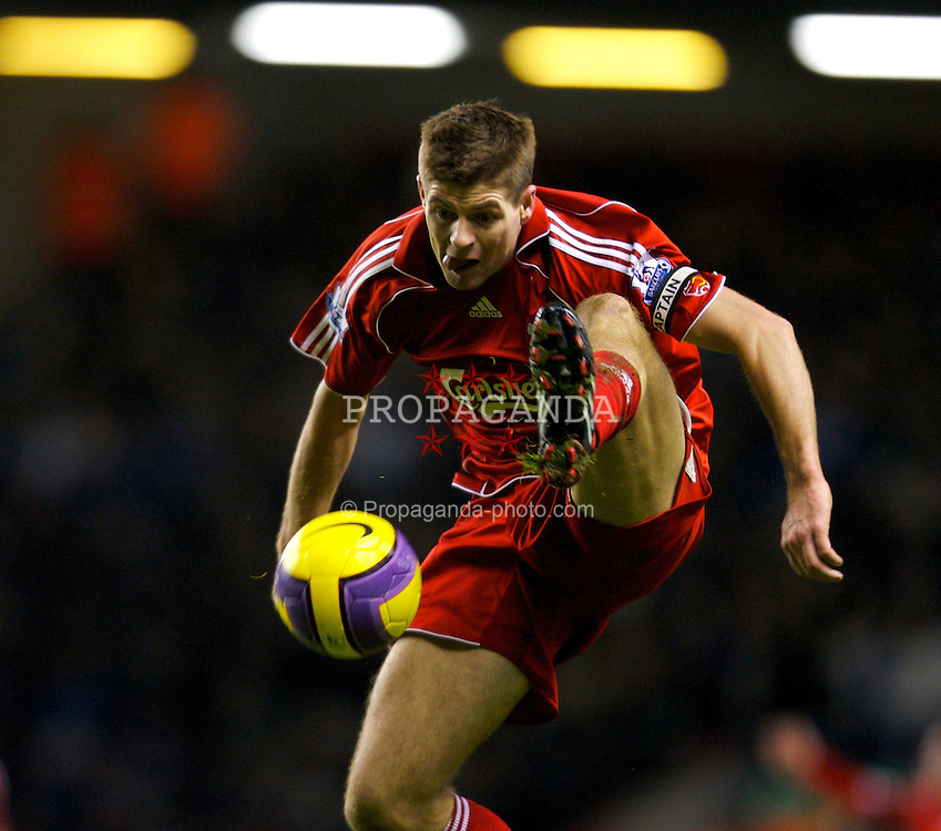 LIVERPOOL, ENGLAND - Wednesday, January 2, 2008: Liverpool's captain Steven Gerrard MBE in action against Wigan Athletic during the Premiership match at Anfield. (Photo by David Rawcliffe/Propaganda)