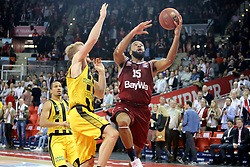 09.12.2017, Audi Dome, Muenchen, GER, EasyCredit BBL, FC Bayern Muenchen Basketball vs MHP Riesen Ludwigsburg, 12. Runde, im Bild Thomas Walkup (Ludwigsburg) blockt Reggie Redding (Muenchen) // during the easyCredit Basketball Bundesliga 12th round match between MHP Riesen Ludwigsburg and 12.Spieltag at the Audi Dome in Muenchen, Germany on 2017/12/09. EXPA Pictures &copy; 2017, PhotoCredit: EXPA/ Eibner-Pressefoto/ Marcel Engelbrecht<br /> <br /> *****ATTENTION - OUT of GER*****