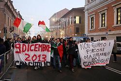 CORTEO NEL CENTRO STORICO DI FERRARA DEL MOVIMENTO DEI FORCONI<br /> FERRARA 13-12-2013<br /> FOTO FILIPPO RUBIN