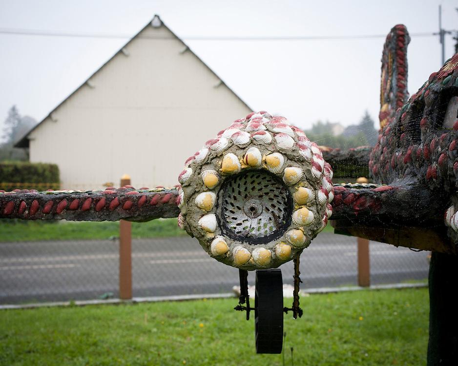 le jardin extraordinaire d'andre hardy. saint quentin les chardonnets (61) - un jardin d'art brut - octobre 2006