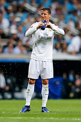 Cristiano Ronaldo of Real Madrid sprays his face with water - Mandatory byline: Rogan Thomson/JMP - 04/05/2016 - FOOTBALL - Santiago Bernabeu Stadium - Madrid, Spain - Real Madrid v Manchester City - UEFA Champions League Semi Finals: Second Leg.