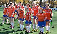 Bloemendaal - G hockeyers van HC Bloemendaal doen mee aan de line up bij de wedstrijd tussen de dames van Bloemendaal en Laren.  COPYRIGHT KOEN SUYK