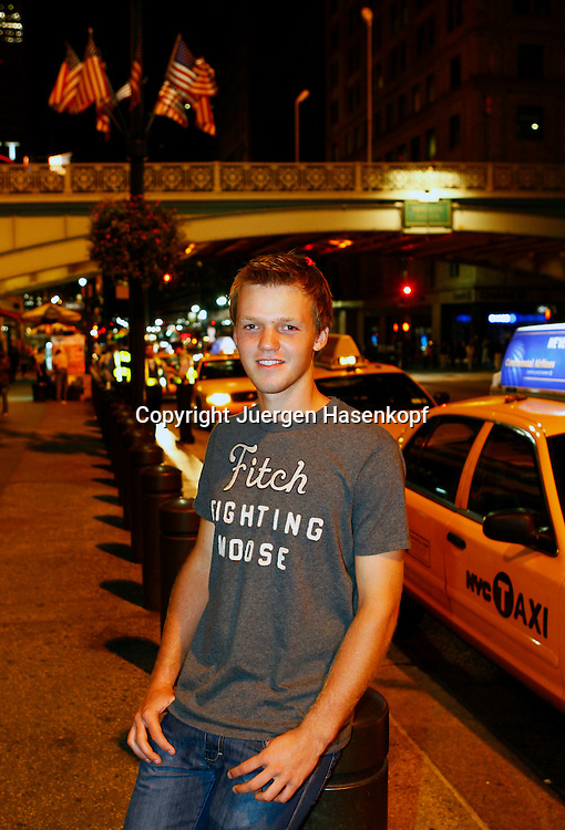 BTV Juniorenspieler  Kevin Krawietzi in Manhattan,New York,.Tennis Spieler sightseeing  in New York City am Abend,privat,