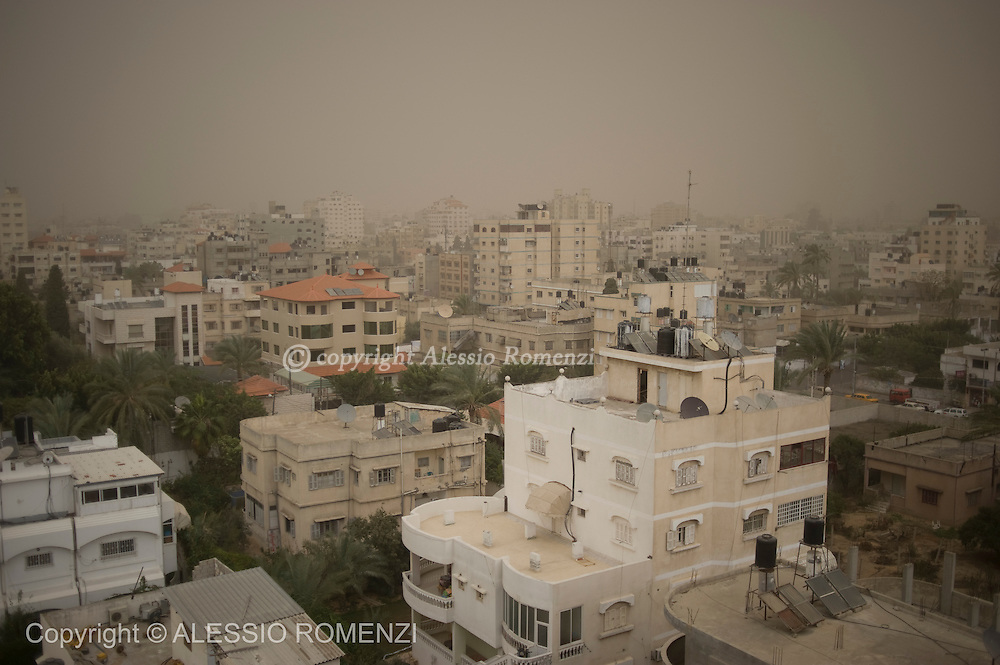 GAZA CITY : Panoramic landscape during a sandstorm in  Gaza City on December 12, 2010. Sand, snow and thunderstorms hit the eastern Mediterranean for a second day, wreaking havoc across the region as a months-long drought came to a sudden, drastic end.© ALESSIO ROMENZI