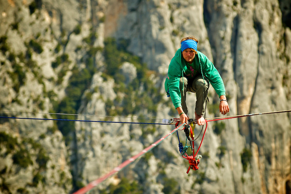 World class highliner Alexander Schultz, showing extreme focus and determination for the return of the extremely saggy shortest leg of the first space-highline of Gorges du Verdon, France. ..2012 © Pedro Pimentel