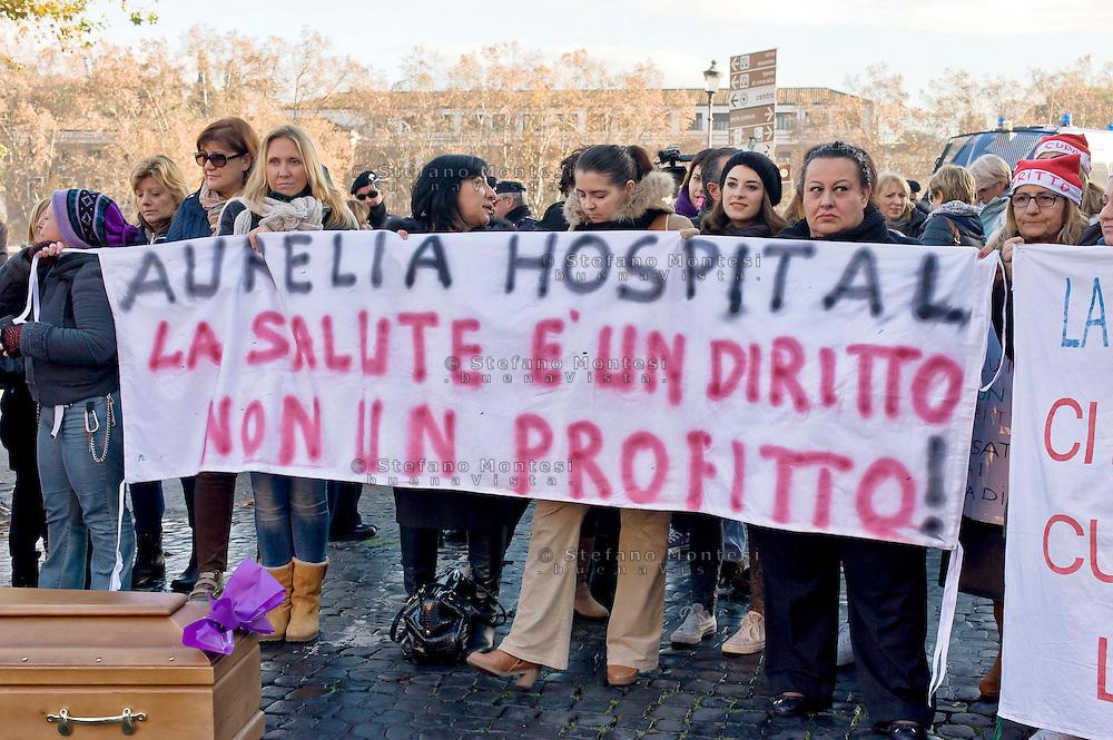 Roma, 17 Dicembre 2014<br /> Manifestazione di lavoratori della sanit&agrave;, a rischio  licenziamento dell' Aurelia Hospital, della European Hospital e della casa di Cura Citt&agrave; di Roma. Circa 160 lavoratori saranno licenziati  e altri 2000 lavoratori rischiano il licenziamento perch&egrave; la Regione Lazio ha tagliato i  fondi per le prestazioni salvavita.<br /> Rome, December 17, 2014<br /> Demonstration by health workers, at risk of dismissal of the Aurelia Hospital, the European Hospital and Home Care City of Rome. About 160 workers will be laid off and another 2000 workers risk dismissal because the Lazio Region has cut funds for life-saving performance.