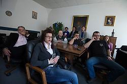31.03.2016, Zemunik, SRB, UN Kriegsverbrechertribunal in Den Haag spricht Seselj frei, im Bild Mitglieder der Serbischen Radikalen Partei beobachten die Urteilsverkündung des UNO-Kriegsverbrechertribunals zum früheren Jugoslawien. Der Parteichef Vojislav Seselj, der wegen Kriegsverbrechen in Bosnien und Herzegowina, Kroatien und Serbien beschuldigt wird wurde freigespochen // Members of the Serbian Radical Party watching live on TV the verdict to their party leader Vojislav Seselj, who is accused of war crimes in Bosnia and Herzegovina, Croatia and Serbia at Zemunik, Serbia on 2016/03/31. EXPA Pictures © 2016, PhotoCredit: EXPA/ Pixsell/ Srdjan Ilic<br /> <br /> *****ATTENTION - for AUT, SLO, SUI, SWE, ITA, FRA only*****