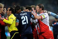 02-12-2010 VOETBAL: UTRECHT - NAPOLI: UTRECHT<br />FC Utrecht speelt ook de derde thuiswedstrijd in de Europa League met 3-3 gelijk tegen Napoli / Opstootje met Frank Demouge, Alje Schut en Hassan Yebda<br />©2010-WWW.FOTOHOOGENDOORN.NL