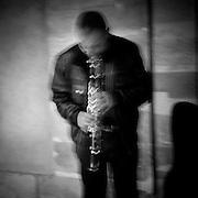 Paris - Place des Vosges - Juin 2012 - Joueur de clarinette.