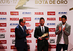 November 24, 2017 - Barcelona, Catalonia, Spain - Barcelona football player Luis Suarez (R) gives the Golden Boot award to Lionel Messi (L) at the Old Estrella Damn Factory on November 24, 2017 in Barcelona, Spain. (Credit Image: © Urbanandsport/NurPhoto via ZUMA Press)