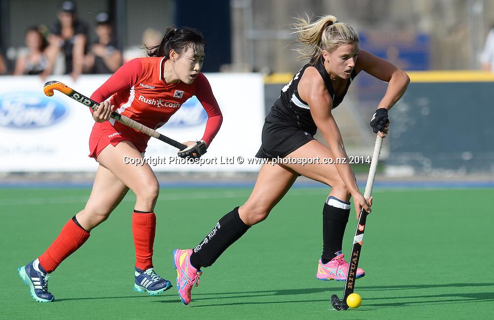 Gemma Flynn on the attack. International Womens Hockey. New Zealand Black Sticks v Korea. Auckland. New Zealand. Saturday 29 March 2014. Photo: Andrew Cornaga / www.photosport.co.nz
