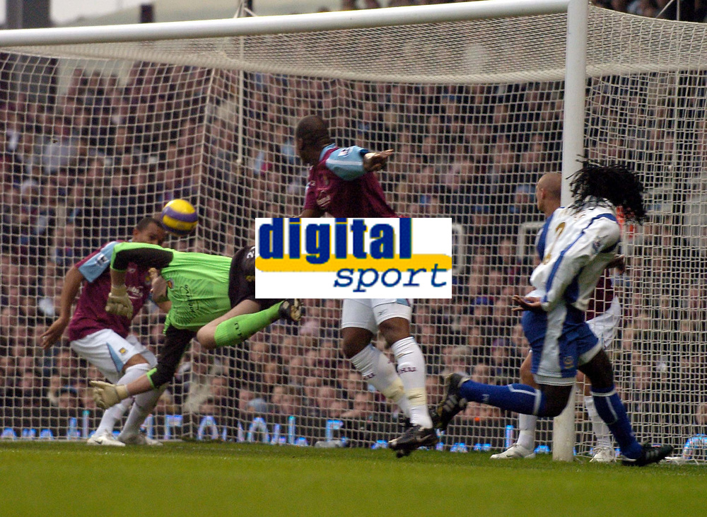 Photo: Olly Greenwood.<br />West Ham United v Portsmouth. The Barclays Premiership. 26/12/2006. Portsmouth's Linvoy Primus heads in to score