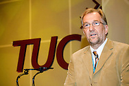 Jerry Glazier, NUT, speaking at the TUC 2006...© Martin Jenkinson, tel 0114 258 6808 mobile 07831 189363 email martin@pressphotos.co.uk. Copyright Designs & Patents Act 1988, moral rights asserted credit required. No part of this photo to be stored, reproduced, manipulated or transmitted to third parties by any means without prior written permission