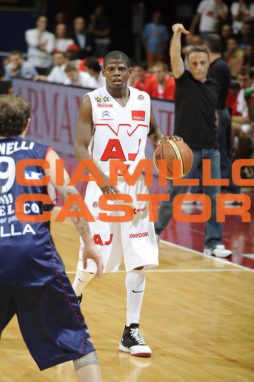 DESCRIZIONE : Milano Lega A 2008-09 Playoff Semifinale Gara 1 Armani Jeans Milano Angelico Biella<br /> GIOCATORE : Hollis Price<br /> SQUADRA : Armani Jeans Milano<br /> EVENTO : Campionato Lega A 2008-2009<br /> GARA : Armani Jeans Milano Angelico Biella<br /> DATA : 29/05/2009<br /> CATEGORIA : palleggio<br /> SPORT : Pallacanestro<br /> AUTORE : Agenzia Ciamillo-Castoria/G.Ciamillo