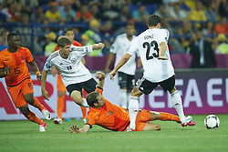 13-06-2012 VOETBAL: UEFA EURO 2012 DAY 6: POLEN OEKRAINE<br /> (L-R) Jetro Willems of Holland, Thomas Muller of Germany, Joris Mathijsen during the UEFA EURO 2012 group B match between Netherlands en Germany at Metalist Stadium, Charkov, UKR<br /> ***NETHERLANDS ONLY***<br /> ©2012-FotoHoogendoorn.nl