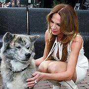 NLD/Amsterdam/20130306- Persiewing NET5 programma Sabotage, Rosalie van Breemen met haar hond
