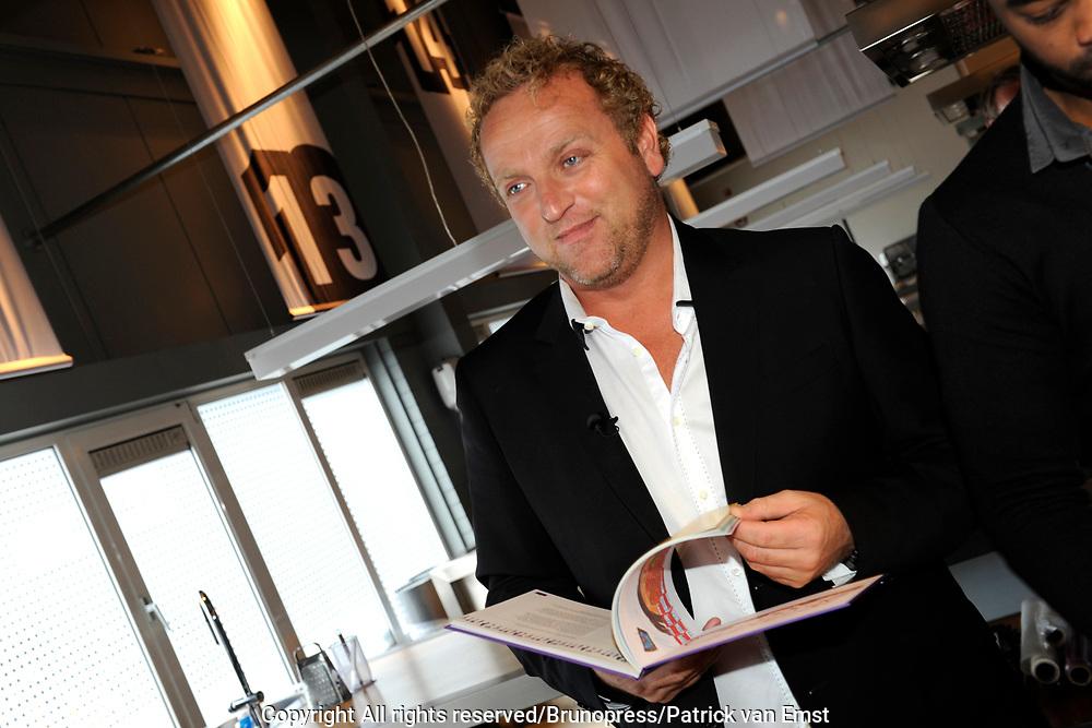 Boekpresentatie Koken voor Kika - recepten van 30 Bekende Nederlanders in de Kookfabriek in Amsterdam/Duivendrecht.<br /> <br /> Op de foto:  Gordon