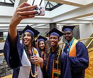6月13日,美国洛杉矶,毕业生在毕业典礼上合照。当日,美国大学预备高中 (AUP)举办该校第一届毕业典礼,共十二名毕业生。新华社发 (赵汉荣摄)<br /> Students of American University Preparatory School participate in a graduation ceremony at a hotel in downtown Los Angeles, the United States, on Saturday, May 27, 2017. American University Preparatory School is a private, for-profit, four-year, co-educational boarding and day college preparatory high school for grades 9-12 located in Los Angeles, California, at the center of downtown Los Angeles. (Xinhua/Zhao Hanrong)