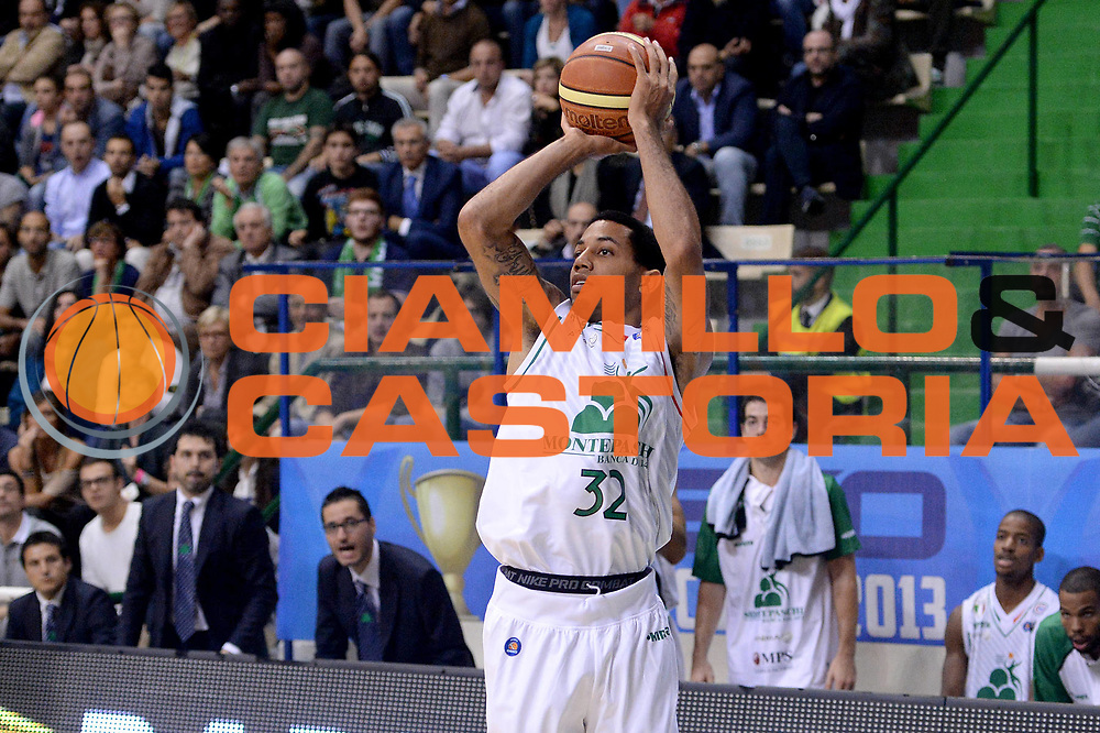 DESCRIZIONE : Siena Supercoppa Lega A 2013-14 Montepaschi Siena Cimberio Varese<br /> GIOCATORE : Erick Green<br /> CATEGORIA :  tiro<br /> SQUADRA : Montepaschi Siena<br /> EVENTO : Campionato Lega A 2013-2014<br /> GARA : Montepaschi Siena Cimberio Varese<br /> DATA : 08/10/2013<br /> SPORT : Pallacanestro<br /> AUTORE : Agenzia Ciamillo-Castoria/C.De Massis<br /> Galleria : Lega Basket A 2013-2014<br /> Fotonotizia :  Siena Supercoppa Lega A 2013-14 Montepaschi Siena Cimberio Varese<br /> Predefinita :