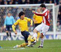 Fotball<br /> England<br /> Foto: Fotosports/Digitalsport<br /> NORWAY ONLY<br /> <br /> Stoke City v West Bromwich Albion Premier League 22.11.08 <br /> <br /> Rory Delap Stoke City & Kim Do-Heon W.B.A.