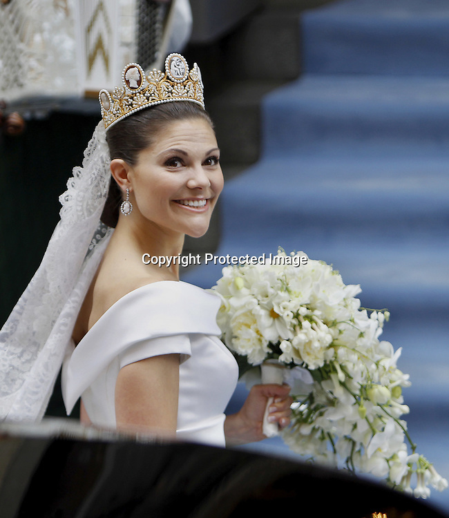 Sweden's Crown Princess Victoria arrive for the wedding ceremony on June 19, 2010. AFP PHOTO / DANIEL SANNUM LAUTEN