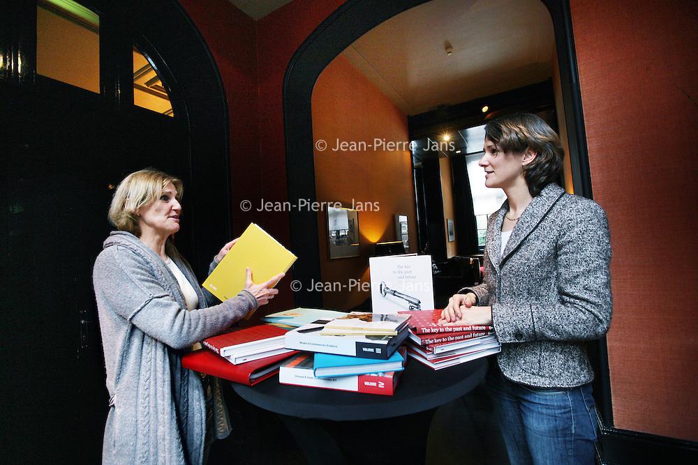 Nederland, Amsterdam , 21 januari 2011..Annetje Timp en Annelied Mock verzorgen kunstcatalogi voor particuliere verzamelaars of voor bedrijven en organisaties met een collectie. ..Foto:Jean-Pierre Jans