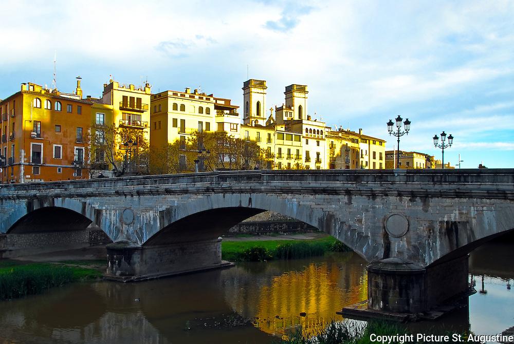 Bridge over the river Onyer (Onyar) in Girona (Gerona), Spain.