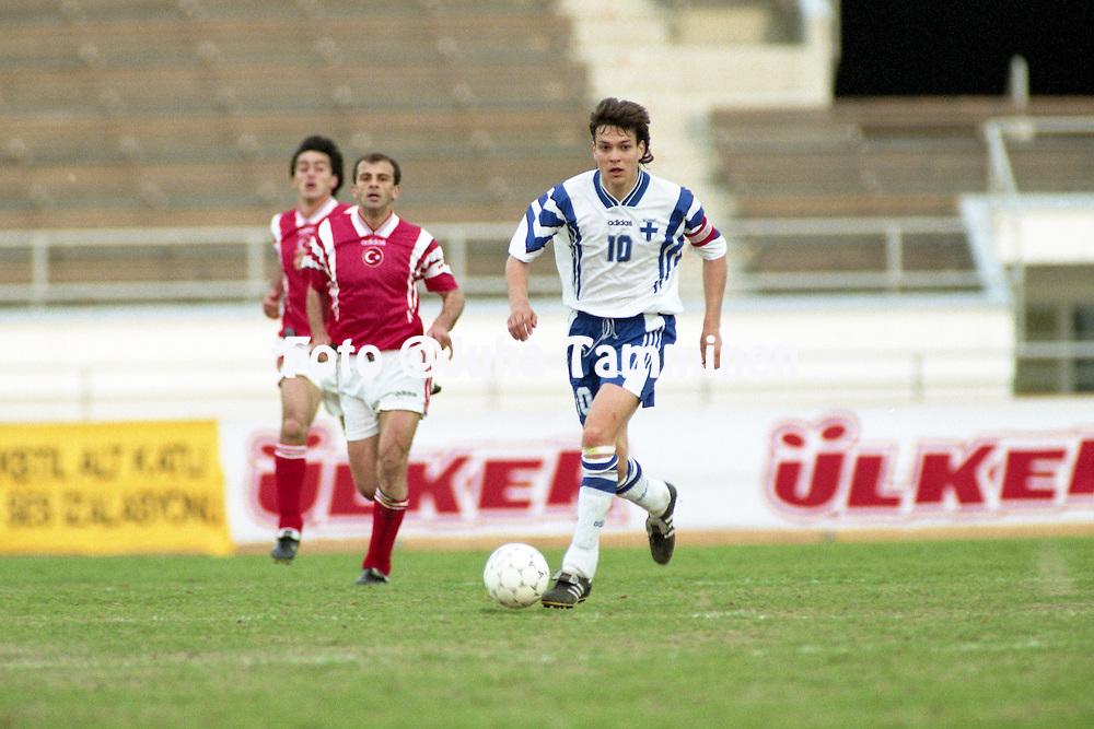 2.6.1996, Olympiastadion / Olympic Stadium, Helsinki, Finland.<br /> Yst&auml;vyysmaaottelu Suomi - Turkki / Friendly International match Finland v Turkey.<br /> Jari Litmanen - Finland