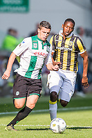 ARNHEM - Vitesse - FC Groningen , Voetbal , Eredivisie, Seizoen 2015/2016 , Gelredome , 03-10-2015 , FC Groningen speler Bryan Linssen (l) in duel met Vitesse speler Kelvin Leerdam (r)