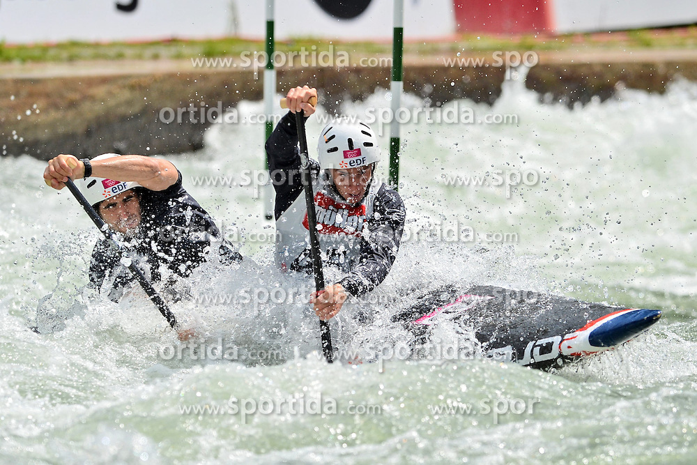 30.06.2013, Eiskanal, Augsburg, GER, ICF Kanuslalom Weltcup, Finale Kanu-Zweier Teams, Maenner. im Bild Geuthier KLAUSS (vorne) und Matthieu PECHE (hinten) aus Frankreich, Finale, Team, Kanu, Canoe, C2, Teams, Herren, Frankreich // during the final of canoe double of the men kayak team of ICF Canoe Slalom World Cup at the ice track, Augsburg, Germany on 2013/06/30. EXPA Pictures © 2013, PhotoCredit: EXPA/ Eibner/ Matthias Merz<br /> <br /> ***** ATTENTION - OUT OF GER *****