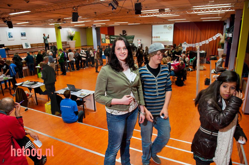 zwolle, 09nov2011 Marlies van Beek - Meandercollege zwolle. stagemarkt op het meandercollege in zwolle waar leerlingen van de middelbarescholen uit zwolle maatschappelijke organisaties kunnen ontmoeten. ihkv hun maatschappelijke stage moeten zij vrijwilligerswerk doen.