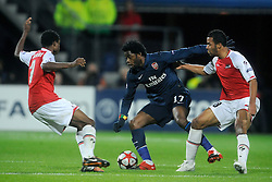 20-10-2009 VOETBAL: AZ - ARSENAL: ALKMAAR<br /> AZ in slotminuut naast Arsenal 1-1 / Alex Song<br /> ©2009-WWW.FOTOHOOGENDOORN.NL
