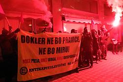 10.12.2015, Ljubljana, SLO, Proteste gegen Fremdenfeindlichkeit und Grenzzäune, im Bild hunderte Menschen protestieren am Congress Platz // during protests against xenophobia and border fences Ljubljana, Slovenia on 2015/12/10. EXPA Pictures © 2015, PhotoCredit: EXPA/ Pixsell/ Srdjan Zivulovic/FA Bobo<br /> <br /> *****ATTENTION - for AUT, SLO, SUI, SWE, ITA, FRA only*****