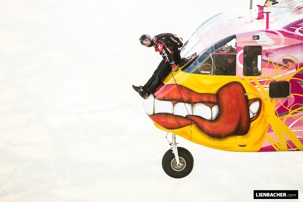 Wuzi Wagner is riding the nose of the Pink Skyvan in Klatovy