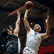 DEN BOSCH - SPM Shoeters Den Bosch - Donar Groningen, finale basketbal, seizoen 2014-2015, 19-05-2015, Maaspoort Den Bosch, Donar speler Sean Cunningham (R), Shoeters speler Arvin Slagter (L).