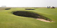 SANDWICH (GB) - Shore hole 3. Greenkeepers wachten. The Prince's Golf Club. COPYRIGHT KOEN SUYK