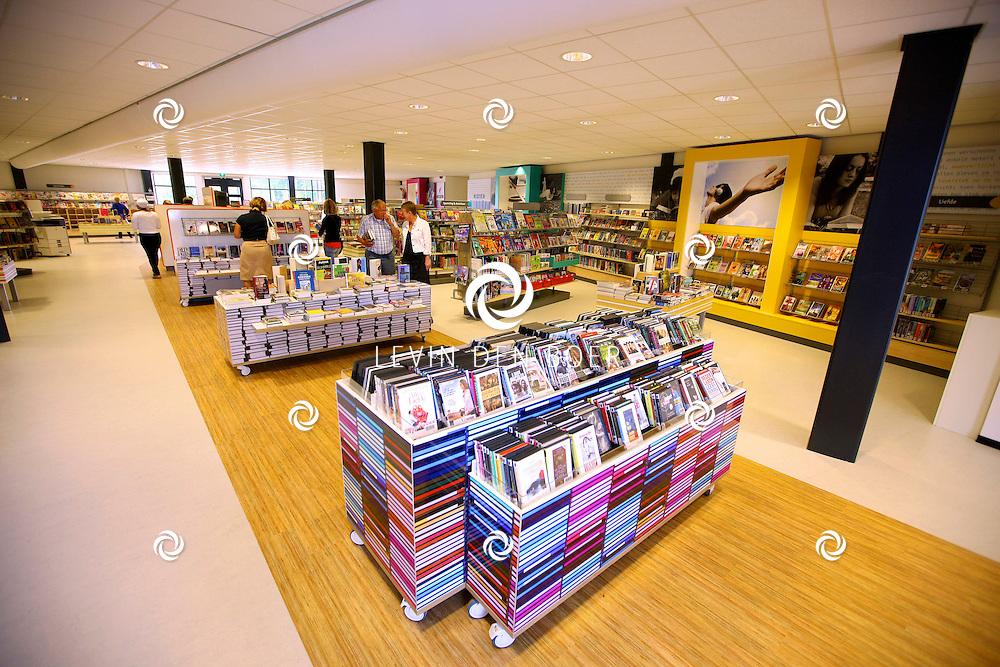 ZALTBOMMEL - De nieuwe Bibliotheek is geopend voor publiek. De nieuwe Bibliotheek is gevestigd in het nieuwe Cambium schoolgebouw. FOTO LEVIN DEN BOER - PERSFOTO.NU