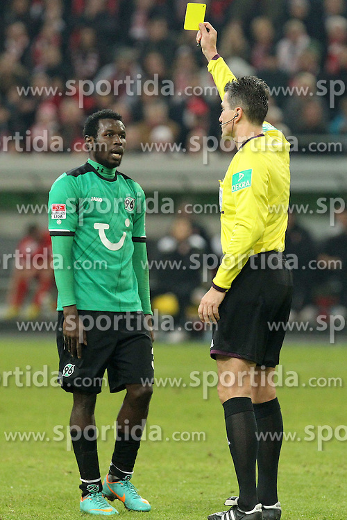 15.12.2012, Esprit Arena, Duesseldorf, GER, 1. FBL, Fortuna Duesseldorf vs Hannover 96, 17. Runde, im Bild Mame DIOUF (Hannover 96) gelbe Karte von Schiedsrichter Knut Kircher // during the German Bundesliga 17th round match between Fortuna Duesseldorf and Hannover 96 at the Esprit Arena, Duesseldorf, Germany on 2012/12/15. EXPA Pictures © 2012, PhotoCredit: EXPA/ Eibner/ Schueler..***** ATTENTION - OUT OF GER *****