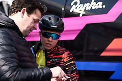 Lisa Klein (GER) has a last minute chat with CANYON//SRAM Racing Team Manager, Ronny Lauke before the start of Healthy Ageing Tour 2019 - Stage 5, a 124.3 km road race in Midwolda, Netherlands on April 14, 2019. Photo by Sean Robinson/velofocus.com