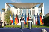 18 SEP 2003, BERLIN/GERMANY:<br /> Jacques Chirac, Praesident Frankreich, und Gerhard Schroeder, SPD, Bundeskanzler Deutschland, Pressekonferenz zu den Ergebnissen der deutsch-franzoesischen Konsultationen, Garten, Bundeskanzleramt <br /> IMAGE: 20030918-02-028<br /> KEYWORDS: Gerhard Schröder, deutsch-französische<br /> Regierungskonsultationen