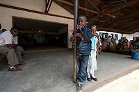06 OCT 2009, ARUSHA/TANZANIA:<br /> Kinder warten im Ngarenaro Health Center, ONE Informationsreise nach Tansania, Arusha / Kilimandscharo<br /> IMAGE: 20091006-01-151<br /> KEYWORDS: Reise, Trip, Afrika, Africa, Gesundheit, Kind, child, children