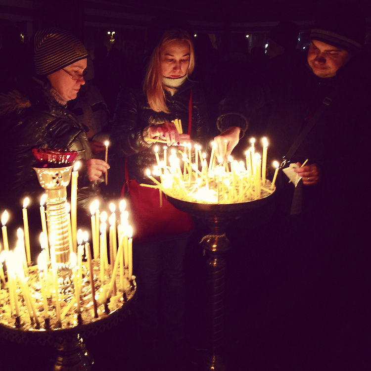 Lighting candles in a tent church on the #maidan on a mournful evening, Feb. 23, 2014. #euromaidan #kyiv #ukraine #київ #україна #евромайдан #primecollective