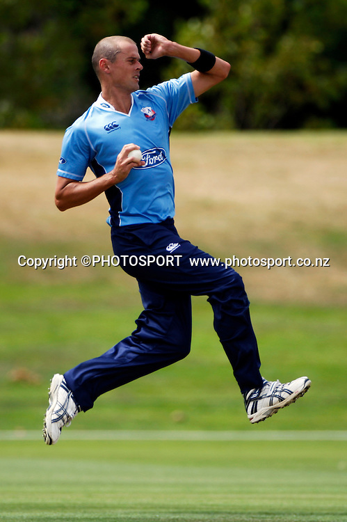 Auckland bowler Chris Martin. Canterbury Wizards v Auckland Aces in the One Day Competition, Preliminary Semi Final. QEII Park, Christchurch, New Zealand. Sunday, 06 February 2011. Joseph Johnson / PHOTOSPORT.