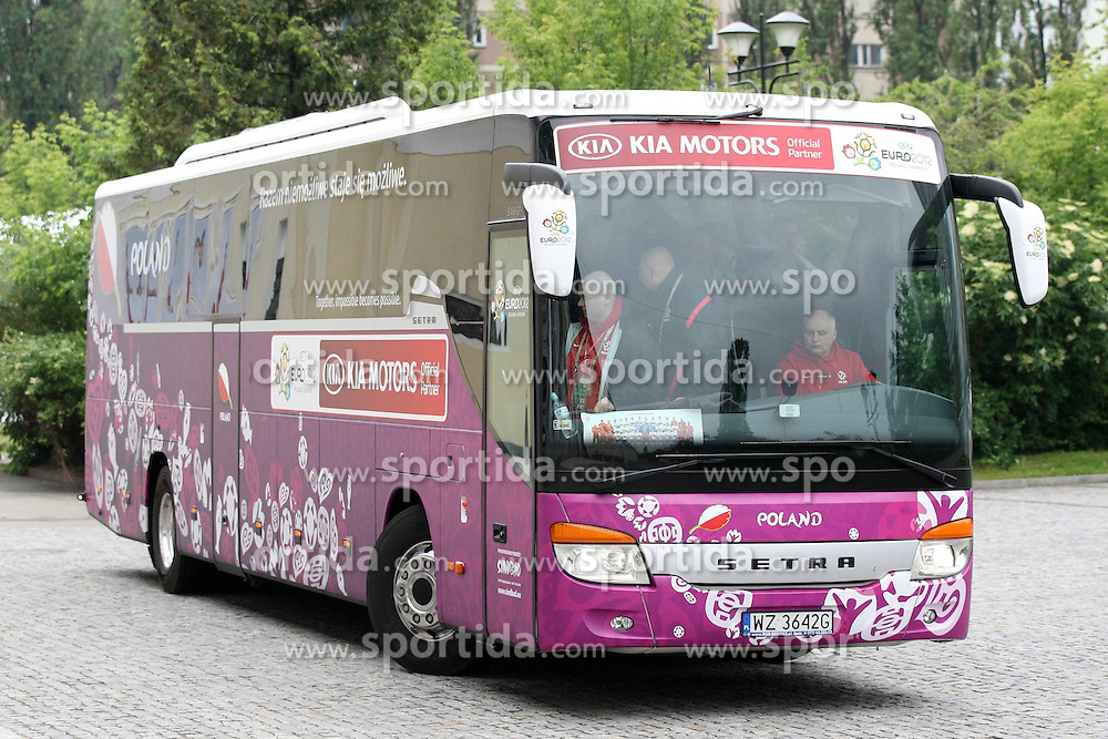 04.06.2012, Stadion Polonia, Warschau, POL, UEFA EURO 2012, Polen, Training, im Bild AUTOBUS // during a Trainingssession of Polish Nationteam at the Polonia Stadium, Warschau, Poland on 2012/06/04. EXPA Pictures © 2012, PhotoCredit: EXPA/ Newspix/ Piotr Kucza..***** ATTENTION - for AUT, SLO, CRO, SRB, SUI and SWE only *****