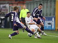 Photo: Maarten Straetemans/Sportsbeat Images.<br /> Anderlecht v Tottenham Hotspur. UEFA Cup. 06/12/2007.<br /> Steed Malbanque (Tottenham) between Biglia and Juhasz