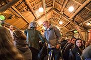 Trygve Slagsvold Vedum tar hilserunde på alle som har møtt til valgkampmøte på Eggen Gård i Selbu. Trygve Magnus Slagsvold Vedum (født 1. desember 1978 i Hamar) er en norsk gårdbruker og politiker (Sp). Han har vært leder i Senterpartiet siden våren 2014 og innvalgt på Stortinget fra Hedmark siden høsten 2005. Han hadde ulike verv i Senterungdommen fra 1993, og satt som leder i organisasjonen på landsplan 2002–2004. Vedum hadde ulike verv i Senterungdommen fra 1993, og satt som leder i organisasjonen på landsplan 2002–2004. Han var også medlem av Hedmark fylkesting 1999–2005. Av andre verv kan nevnes styremedlem i Nei til atomvåpen og Nei til EU 2005–2007. <br /> Han har vært innvalgt på Stortinget fra Hedmark siden 2005, og satt som medlem av Stortingets kommunal- og forvaltningskomité 2005–2008, 1. nestleder i Stortingets helse- og omsorgskomité og 2. visepresident i Odelstinget 2008–2009 samt parlamentarisk leder og medlem av Stortingets utenriks- og forsvarskomité 2009–2012. Slagsvold Vedum var landbruksminister i Jens Stoltenbergs andre regjering fra juni 2012 til regjeringsskiftet etter stortingsvalget i 2013. Fra høsten 2013 er han medlem av Stortingets finanskomite. <br /> På landsmøtet i mars 2009 ble han valgt til 2. nestleder i Senterpartiet, noe han var frem til han ble valgt til partileder i april 2014. Da han ble valgt som 35-åring, ble han Senterpartiets yngste leder noensinne. (Wikip.)