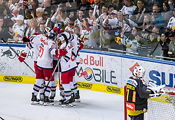 09.04.2019, Eisarena, Salzburg, AUT, EBEL, EC Red Bull Salzburg vs Vienna Capitals, Halbfinale, 6. Spiel, im Bild Torjubel Salzburg nach dem 1:2 durch Thomas Raffl (EC Red Bull Salzburg) // during the Erste Bank Icehockey 6th semifinal match between EC Red Bull Salzburg vs Vienna Capitals at the Eisarena in Salzburg, Austria on 2019/04/09. EXPA Pictures © 2019, PhotoCredit: EXPA/ JFK